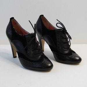 (Seychelles} Black Leather Oxford Heels Size 8.5